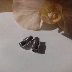 Fermoirs  aimant  de couleur métal argenté pour cordons 6 mm