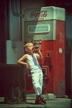 кока-кола автомат уже тогда бутылочки провадала?
