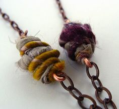 Tutorial Tuesday: Wooly Wire Wrapped Beads I had seen Wooly Wire in jewelry designs for so long but didn't know what I was missing until I met the creator Nellie Thomas at BeadFest . Fiber Art Jewelry, Paper Jewelry, Textile Jewelry, Fabric Jewelry, Wire Jewelry, Jewelry Crafts, Jewelry Art, Beaded Jewelry, Jewellery