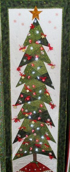 Make a Christmas tree w/ photos hanging!!!  Sue's tree (262x640)