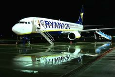 Night Flight - Ryanair B737