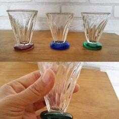 吹きガラス作家草野啓利さんのショットグラス3色どれも素敵冷酒用にしてもよさそう #草野啓利 #吹きガラス #ショットグラス #冷酒グラス #グラス #100パーセントプロジェクト #100percentproject #glass #kusanohirotoshi #sakeglass #glassblowing #shotglass