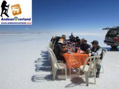 El salar de Uyuni es el mayor desierto de sal continuo del mundo, con una superficie de 10 582 km² www.andeanoverland.com