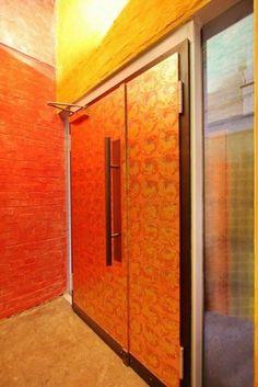 Tür mit oxidiertem Schlagmetall vergoldet
