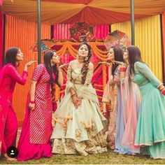 67 Ideas For Photography Friends Poses Cousins Bridal Poses, Bridal Photoshoot, Bridal Shoot, Bridal Portraits, Indian Wedding Couple Photography, Girl Photography Poses, Bridesmaid Poses, Indian Bridesmaids, Lehenga Choli