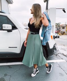 Black Dress Outfits, Skirt Outfits, Summer Outfits, Converse Outfits, Dress With Converse, White Converse, Casual Chic Outfits, All Star Outfit, Girl Fashion