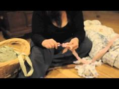 Good video showing how to prep flat and fitted sheets for a crochet rag rug.