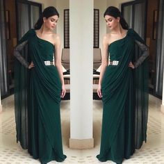 Emerald has always been a fan favourite but can we just talk about how epic this creation by is ! Party Wear Dresses, Dress Outfits, Fashion Dresses, Stylish Sarees, Stylish Dresses, Indian Wedding Outfits, Indian Outfits, Saree Designs Party Wear, Style Blogger