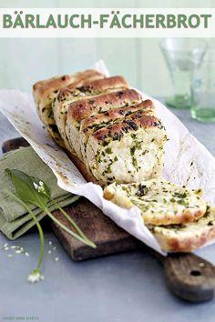 Dieses Rezept müsst ihr einfach probieren: Unser köstlich duftendes Bärlauchbrot stellt jedes Baguette oder Ciabatta in den Schatten! Ein Muss für den Frühling und das nächste Picknick.