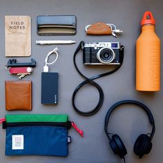 With increasing gadgets, fulfilling our hobby with peace need to realise how tiny things r important. Smoothness the way to accelerate daily business fast. Edc Essentials, Backpack Essentials, What In My Bag, What's In Your Bag, Cool Stuff, Mochila Edc, Inside My Bag, Everyday Carry Gear, Slim Leather Wallet