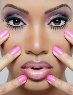 Purple eyes with gorgeous eyelashes, pink nails, and ombré lips. I love everything about this look.
