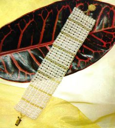 Free pattern for bracelet Sunshine - I'd like to do this for a choker too but not in these colors...