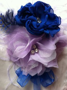 How to make fabric flowers. Maybe bows for the gorlies