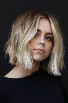 24 cortes de pelo Bob medianos con estilo para obtener un aspecto hermoso rápido … Short Hair Styles For Round Faces, Short Thin Hair, Short Hair Styles Easy, Curly Hair Styles, Round Face Short Hair, Round Face Bob, Bobs For Thick Hair, Long Faces, Oval Faces