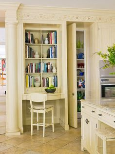 10 DIY built in ideas {decorating inspiration} - Love the built in desk