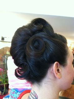 vintage updo... This is fabulous!