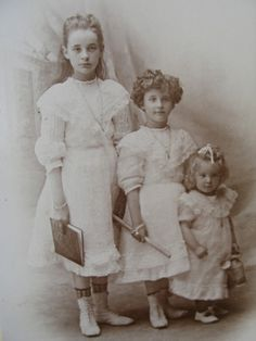Three girls in a row--Photo circa 1890s