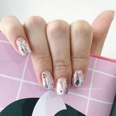 More than 70 colors and models of newer nail designs 70 the most recent art 32 Love Nails, How To Do Nails, Pretty Nails, Gold Nail Designs, Nail Polish Designs, Nail Manicure, Diy Nails, Minimalist Nails, Rose Gold Nails