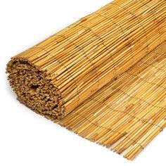 Tuinchamp biedt een divers aanbod van Rietmatten. Zo vindt u in ons assortiment normale rietmatten, maar ook rietmatten van gepeld riet en extra dikke rietmatte