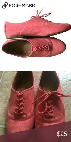 Pink Suede Oxfords Like New! Suede material has no signs of wear and is in PERFECT CONDITION! Aldo Shoes Flats & Loafers