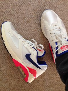 Dry, hot & sunny day means these get rocked but I'm spending my journey to work trying to dodge people treading on my feet #%##! Don't you hate it when that happens?! #wywtd #nike #nikeair #nikeair180 #retro #sskix #sneakerstate