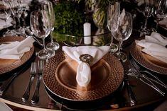 Porta-guardanapo personalizado Table Settings, Table Decorations, Personalised Napkins, Wedding Event Planner, Place Settings, Dinner Table Decorations, Tablescapes