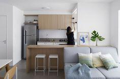 "Carolina Lacaz | fotografia on Instagram: ""apartamento HS | 2018 projeto | @apo.arquitetura"" Small Apartment Design, Small Apartments, Studio Apartments, Kitchen Room Design, Home Decor Kitchen, Studio Living, Room Inspiration, Living Room Decor, Sweet Home"