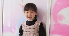 Vestido de niña elaborado a crochet o ganchillo en hilo de color rosa. Ver más patrones | Ver más vestidos de niña Al final de las imá...