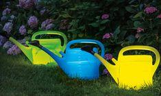 Unsere bunten Gartenleuchten aus Gießkannen sind das ideale Beispiel für erfolgreiches Upcycling. Wir haben die Anleitung dazu