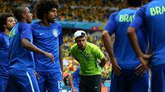 Thiago Silva, suspendido, no quiso perderse la entrada en calor. El capitán quiso apoyar al equipo.
