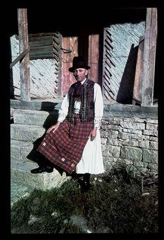 From Kalotaszeg, NHA Néprajzi Múzeum | Online Gyűjtemények - Etnológiai Archívum, Diapozitív-gyűjtemény Folk Music, Folk Costume, Ethnic Fashion, Anthropology, Traditional Design, Fashion History, Folklore, Hungary, Textile Art