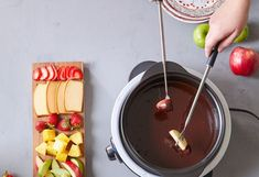 How to Create a Restaurant Patio Vibe in Your Backyard - Pampered Chef Pulled Pork Grill Recipe, Pulled Pork Recipes, Barbecue Recipes, Grilling Recipes, Pampered Chef Recipes, Roasting Marshmallows, Bbq Tools, Fruit In Season, Food Preparation