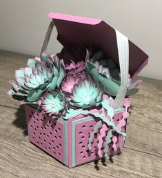 Decorating a Bedroom with Papered Boxes Fabric Flowers, Paper Flowers, Stampin Up, Hexagon Box, Paper Succulents, Flower Artwork, Useful Origami, Ideas Geniales, Pretty Box