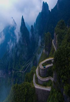 12 Astonishing Places From All Over The World, Switchback Highway, Tianmen Mountain, China