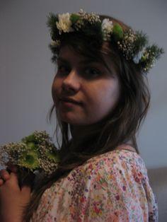 Wianek komunijny z żywych kwiatów