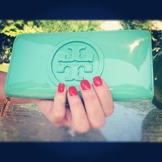 Tory Burch patent wallet...might need to change my wallet to this for the summer!