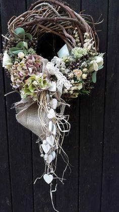 Zapletený s dřevěnými srdíčky / Zboží prodejce přírodní dekorace Wreath Crafts, Diy Wreath, Flower Crafts, Easter Wreaths, Christmas Wreaths, Christmas Decorations, Wedding Wreaths, Summer Wreath, Wreaths For Front Door