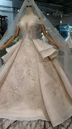 We are professional online store for handmade custom made wedding dresses and special occasion dresses. Shop 2020 prom dresses and wedding dresses with affordable price here! Diamond Wedding Dress, Fancy Wedding Dresses, Princess Wedding Dresses, Wedding Gowns, Happy Brautmoden, Glamorous Evening Gowns, Ball Dresses, The Dress, Wedding Styles