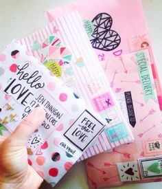 I love this snail mail. Pen Pal Letters, Pocket Letters, Envelopes Decorados, Snail Mail Pen Pals, Snail Mail Gifts, Tarjetas Diy, Mail Art Envelopes, Decorated Envelopes, Decorated Letters