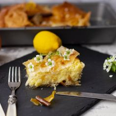 This Greek semolina cream pie is a dreamy dessert built with citrus flavours and a hint of Mediterranean lifestyle.