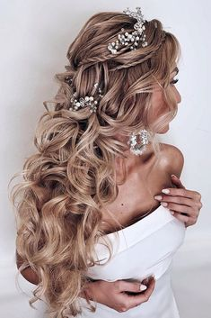 42 Boho Inspired Unique And Creative Wedding Hairstyles ❤ creative unique wedding hairstyles for lond curly hair with thin braids and silver accessories kristina_fedorova_brand Quince Hairstyles, Loose Hairstyles, Bride Hairstyles, Long Hair Wedding Styles, Wedding Hairstyles For Long Hair, Wedding Hair And Makeup, Bridal Braids, Bridal Hair, Bridesmaid Hair