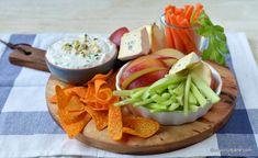 Sos de brânză albastră cu mucegai - rețeta de blue cheese dip (la rece) | Savori Urbane Healthy Eating Tips, Healthy Nutrition, Vegetable Drinks, Blue Cheese, Food Menu, Nachos, Fruits And Vegetables, Dairy, Meals