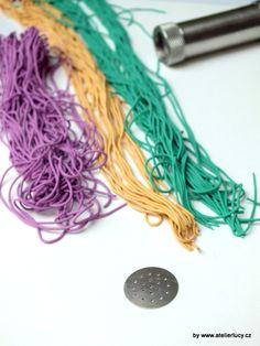 Knitting technique - http://atelierlucy.cz/navody-a-napady/navody-napady/polymerove-hmoty/110-opleteny-hacek-na-kabelky