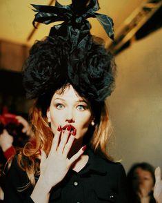 """""""Carla backstage at Chanel, 1995 #carlabruni #carlabrunisarkozy #backstage #chanel #cocochanel…"""""""