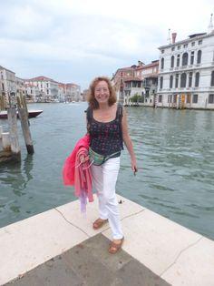 L'Antònia, desafiant tot el Canal Grande de Venècia.