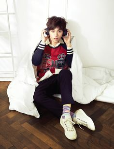 Infinite L's boyish good looks... not only a pretty face, but a talented photographer, singer, and actor!