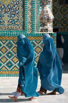 Afghanistan women in Jilbab clothing We Are The World, People Around The World, Niqab, Beautiful People, Love People, Stock Image, Cultural Diversity, Documentary Photography, Muslim Women