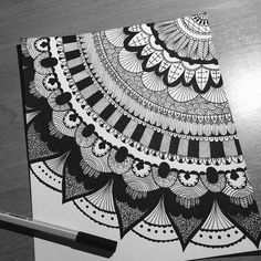 62 ideas zentangle art dibujos mandalas for 2019 Mandala Doodle, Mandala Art Lesson, Mandala Artwork, Doodle Art Drawing, Cool Art Drawings, Zentangle Drawings, Mandala Drawing, Art Drawings Sketches, Zentangle Patterns