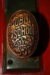 .Pomo de colegio público