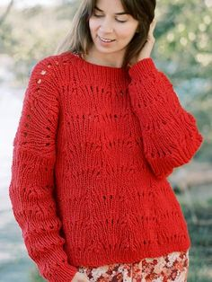 Aila has a beautiful, leaf-ilke lace pattern on a ribbed bottom. A fun autumn knit! Easy Sweater Knitting Patterns, Jumper Patterns, Christmas Knitting Patterns, Cardigan Pattern, Lace Knitting, Knit Patterns, Fall Sweaters, Knit Sweaters, Knitting Accessories